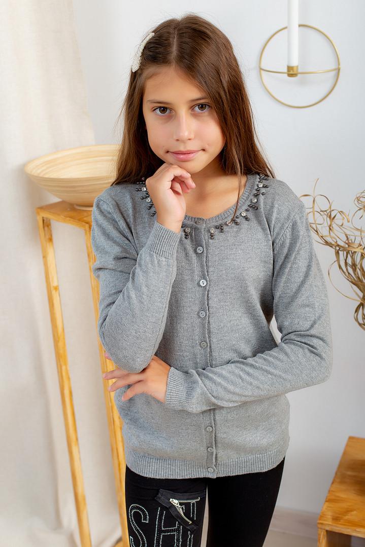 Легка кофта з прикрасою для дівчинки
