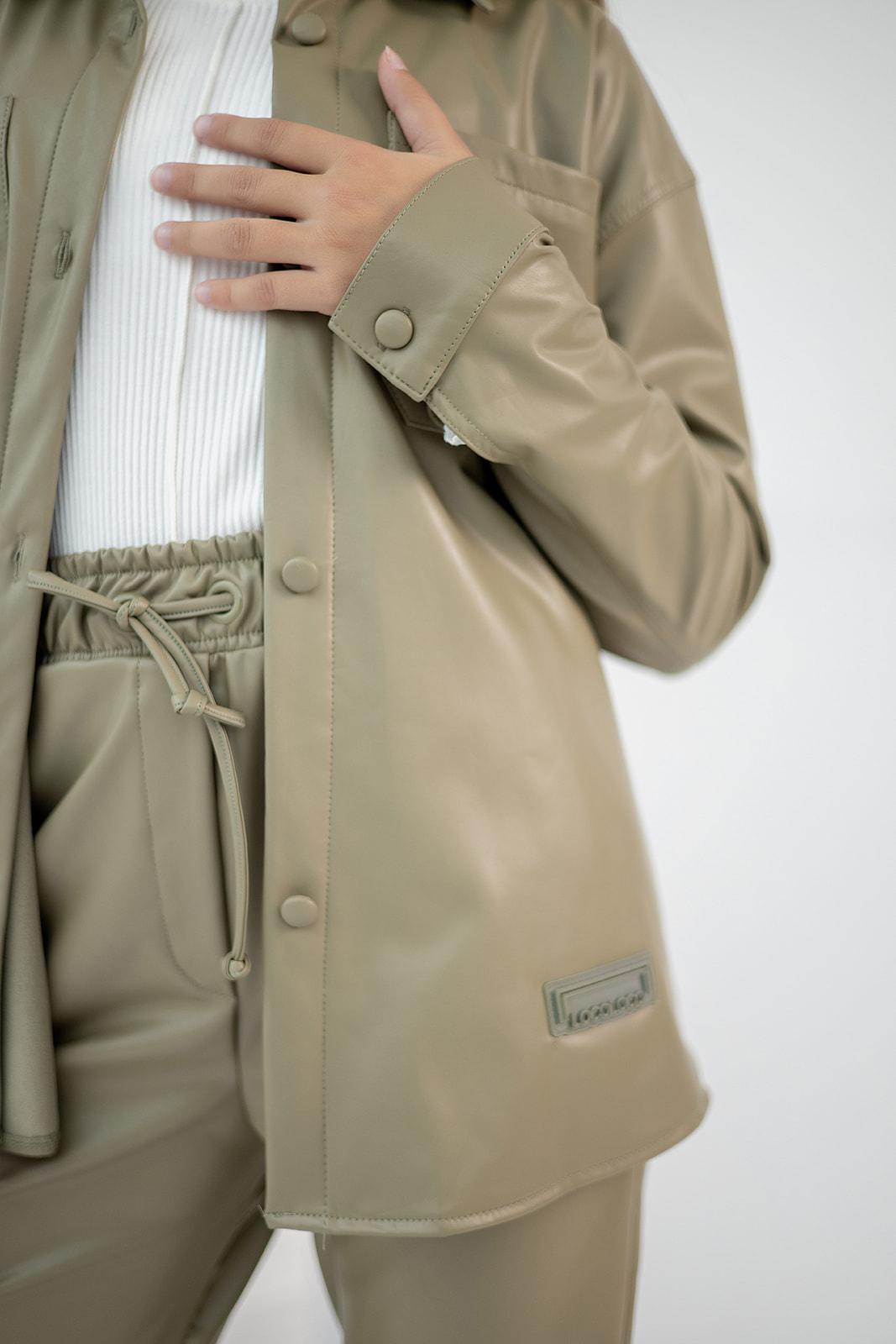 Рубашка из экокожи с утеплителем для девочки