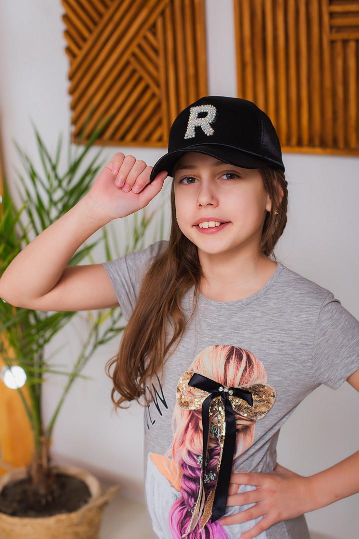 """Кепка """"R"""" для дівчинки"""