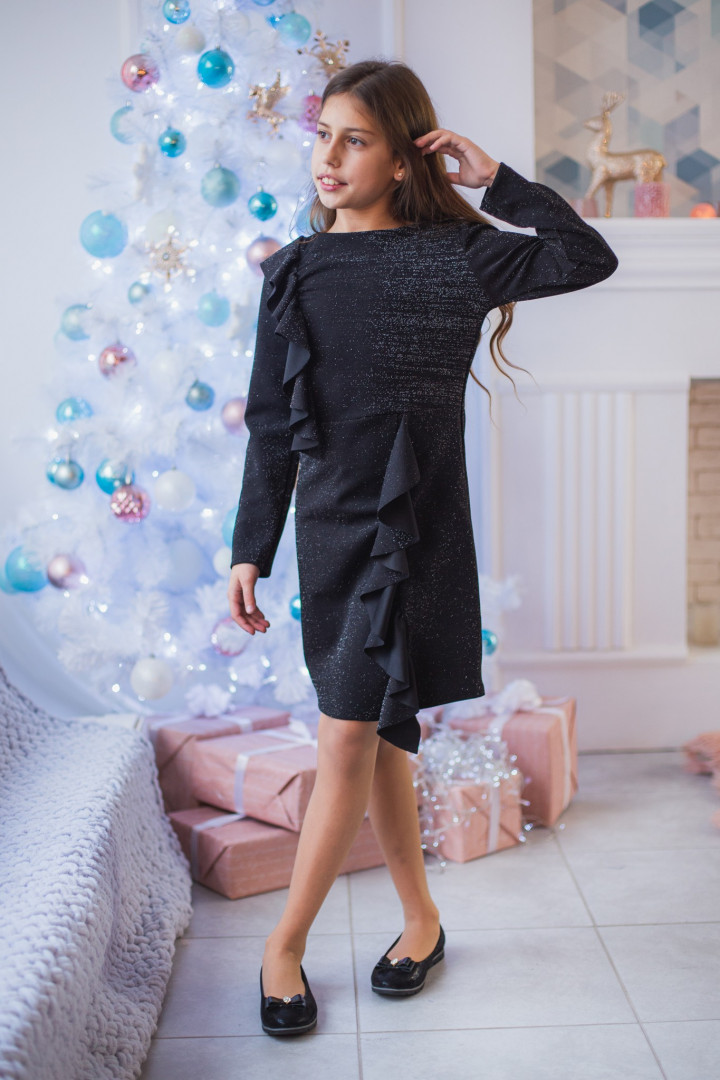 Нарядное платье с рюшами