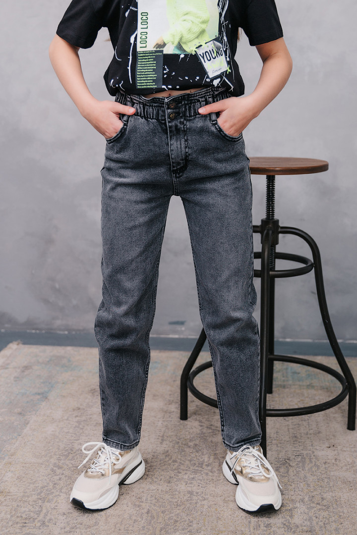 Серые джинсы МОМ на резинке